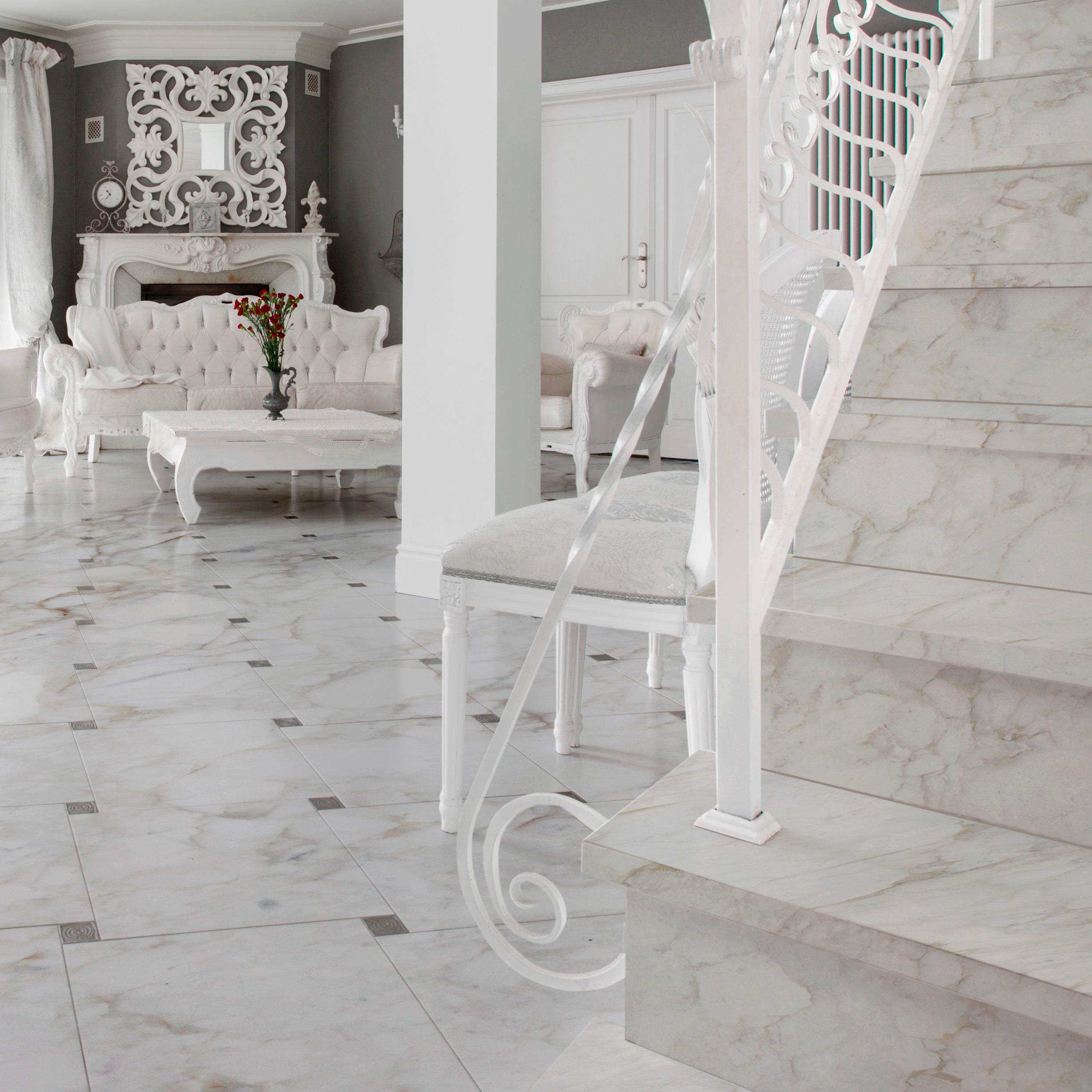 Pavimento e scala in marmo